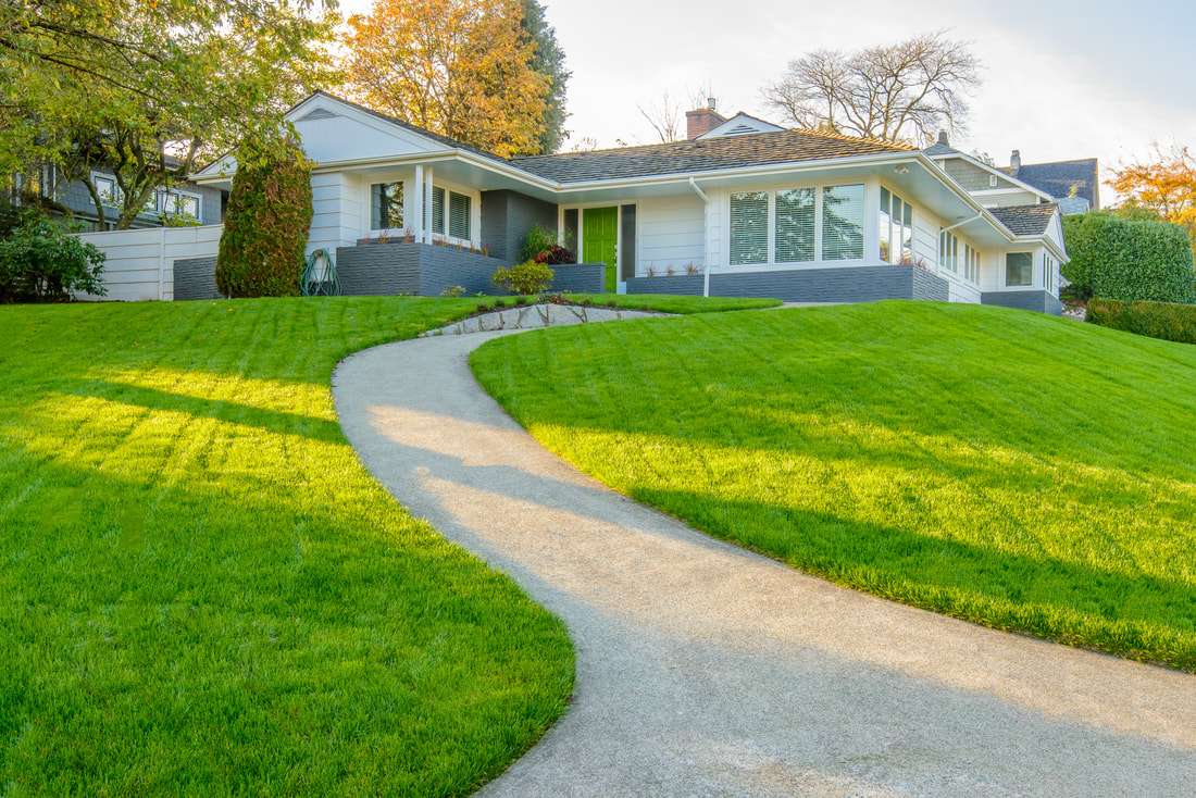 Your lawn should be the first thing that welcomes you home.  Have Augusta Lawn Care and Maintenance take care of your lawn for you!